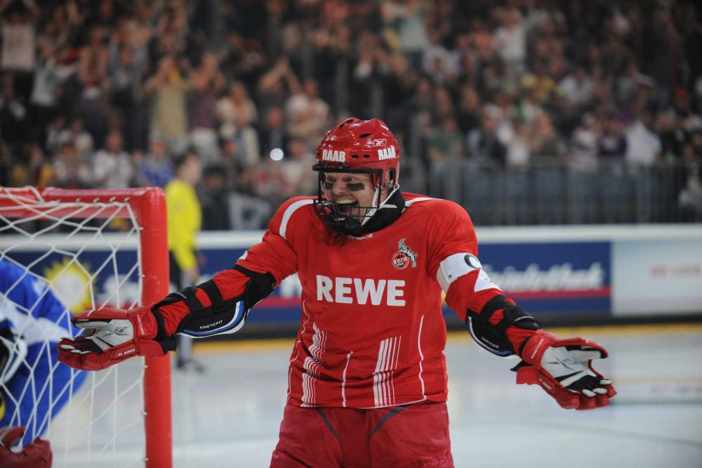 Stefan Raab wagt sich mit dem 1.FC Köln aufs Eis
